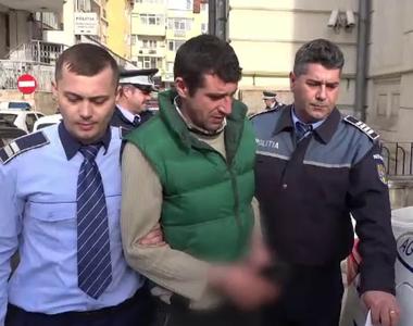 Bărbat din Argeș, arestat după ce și-a violat propria mamă! Vecinii dau vina pe biata...