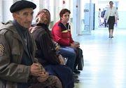 Bătrâni cu pensii de rușine, umiliți pe holuri de medici cu salarii URIAȘE. Un doctor de la Spitalul de Urgență din Târgu Jiu a refuzat să trateze o bătrână pe motiv că nu primește un salariu corespunzător