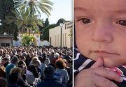 O mare de lacrimi pentru Julen, micuțul care a căzut într-un puț din Spania. A fost condus pe ultimul drum de sute de oameni. Părinții sunt disperați