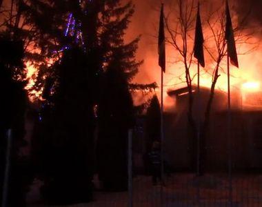 Școală arsă din temelii! Sute de copii, nevoiți să meargă la o altă școală