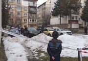 Un bebeluș a fost găsit mort pe o stradă din Hunedoara! Copilașul era aruncat lângă coșul de gunoi, în zăpadă