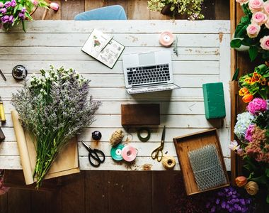 Descopera cum te avantajeaza serviciile unei florarii online