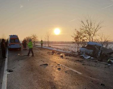 Doi morţi şi şapte răniţi, în urma unui accident în Suceava în care au fost implicate...