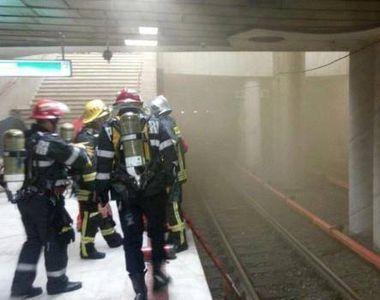 Călătorii din staţia de metrou Dristor 1, evacuaţi după ce dintr-o garnitură a ieşit fum