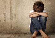 Arad. Copil abuzat sexual de doi bărbați cu acordul mamei. Ce pedepse au primit