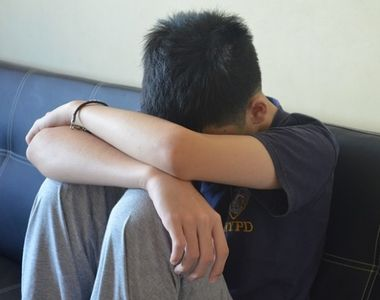 Un puști de 15 ani s-a sinucis după ce a fost violat de mai mulți bărbați! Părinții lui...