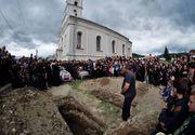 """Un preot din Ilfov a lăsat o familie cu mortul în stradă! """"Mi-a dat prea puțini bani!"""" - Rudele decedatului au fost nevoite să îl înmormânteze singuri!"""