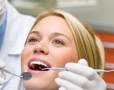 În România medicii stomatologi fac operații estetice desi nu sunt acreditati! Un...