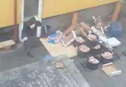 SCANDALOS! Un angajat al unui restaurant din Bistrita a fost filmat facand lucruri IREALE! Cu greu iti mai vine sa mananci dupa ce vezi astfel de imagini