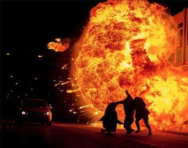 Iaşi. Explozie urmată de incendiu, într-un bloc de nefamilişti. Peste 20 de persoane au...