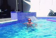 Cine e bărbatul care face baie în piscina Liei Olguța Vasilescu? La 21 de ani, Bănică a fost arestat în Italia