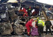 Accident cumplit pe autostradă! Un autocar plin cu pasageri a fost lovit de un camion. Sunt 24 de morți și 15 răniți
