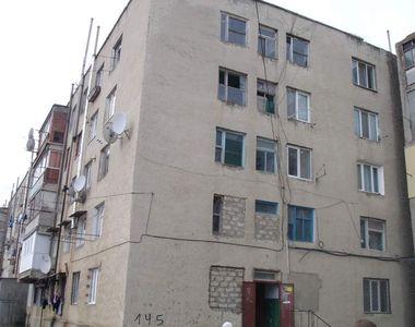 Două minore s-au aruncat în gol de la etajul patru al unui bloc