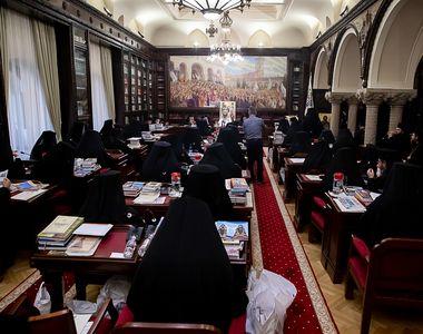 Cum arată o ședință de lucru a Sfântului Sinod! Imagini de la Reședința Patriarhală