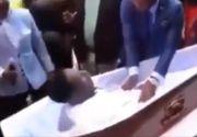 S-a trezit la propria înmormântare! Imaginile au devenit virale