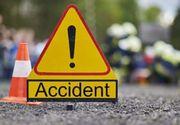 Trei bărbaţi care făceau lucrări pe DN 1B, răniţi după ce două maşini s-au ciocnit şi au ricoşat în ei