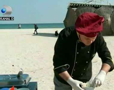 Scoici la mare! Un bucătar din Mamaia gătește direct pe plajă