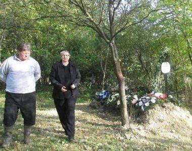 REVOLTĂTOR! Femeie îngropată în spatele casei, după ce preotul a cerut o taxă de 1.000...