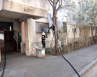 Explozie puternică într-un bloc de garsoniere din Constanța. 11 locuințe au fost afectate