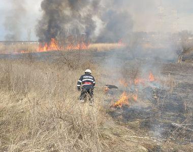 DEZASTRU în TULCEA! Arde TOTUL intr-o localitate! Pompierii fac față cu greu focului! E...