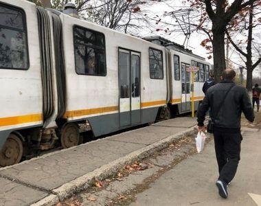 Mai multe domnișoare, TERORIZATE într-un tramvai din București! Ce le-a făcut un bărbat...