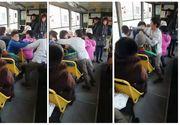 Scene TULBURĂTOARE filmate într-un tramvai din Ploiești! Doi copii se bat fără ca nimeni să intervină! REVOLTĂTOR ce se întâmplă!