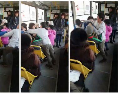 Scene TULBURĂTOARE filmate într-un tramvai din Ploiești! Doi copii se bat fără ca...