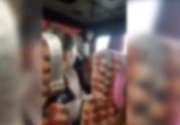 Un elev a fost bătut de șoferul unui microbuz pentru că asculta muzică