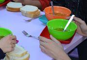 Localitatea din România în caren directorul unei școli le oferă elevilor o masă caldă!