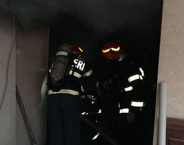 Panică pe litoral! Incendiu la un hotel din Mamaia! Peste 20 de pompieri se luptă cu...