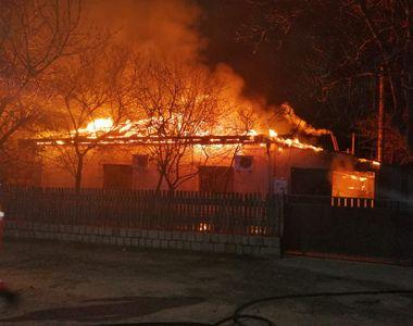 Incendiu URIAȘ! Le-a ars casa din TEMELII! E prăpăd ce s-a întâmplat aseară în România!