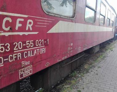 Tren deraiat în județul Brașov. Circulaţia este deviată