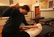 VIDEO | Un elev din Suceava este bătut fără milă la școală! Colegii lui aplaudă momentele de violență!