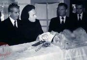 FOTO SOC! Uite-l pe Nicolae Ceausescu cum isi saruta mama moarta in sicriu! Nea Nicu n-a vrut s-o inmormanteze pe Alexandrina pe 7.7.1977 dintr-un motiv absolut fabulos!
