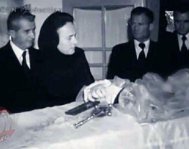 FOTO SOC! Uite-l pe Nicolae Ceausescu cum isi saruta mama moarta in sicriu! Nea Nicu...