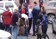 VIDEO| Scandal URIAȘ între polițiști și mai mulți indivizi! Cum s-a terminat totul e ȘOCANT