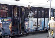 VIDEO| Imagini incredibile la Timișoara! Un tramvai a fost scăpat de sub control și a făcut prăpăd pe străzi!