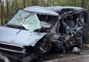 VIDEO   Accident GRAV în Dâmbovița. Un microbuz cu călători a intrat într-un tir