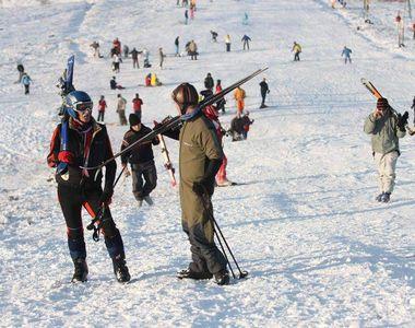 VIDEO | Distractia de iarna este in toi la cota 2000 din Sinaia. Acolo, zapada, atinge...