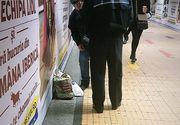 Un bătrân ce cânta la frunză în pasajul de la metro, amenințat de polițisti ca să plece