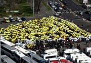VIDEO | Incidente la protestul din Piaţa Victoriei: Doi taximetrişti au aruncat cu ouă către un taxi cu clienţi al cărui şofer nu participa la acţiune
