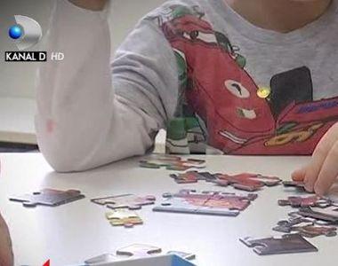VIDEO | Copii jigniti si invatati sa injure la cresa