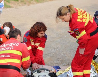 VIDEO | Bărbat căzut în Dâmbovița. A fost adus la mal de un paramedic SMURD