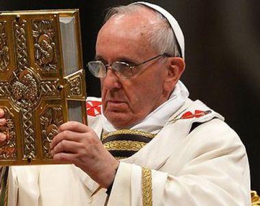 VIDEO | Papa Francisc a condus Procesiunea Drumul Crucii in fata Colosseumului din Roma