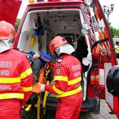Un microbuz de transport persoane s-a răsturnat; 11 persoane au fost rănite, două fiind inconştiente