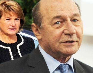Traian Băsescu îşi domină soţia la venituri! Fostul preşedinte a câştigat 10.000 de...