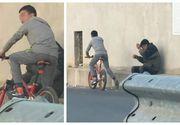 Un minor din Tulcea a fost filmat cum loveşte un bătrân cu pumnul în gură şi apoi fuge