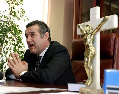 Gigi Becali i-a dat Danielei Crudu o icoană de Paşte! Afaceristul i-a adus-o de la...