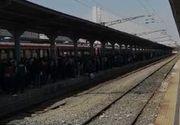 Gara de nord, blocată de sărbători! Trenurile au întârziere, iar oamenii abia mai au loc în incinta gării