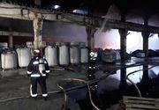 Incendiu la un depozit de vopsea într-un parc industrial! Flăcările s-au propagat şi la o hală cu polistiren